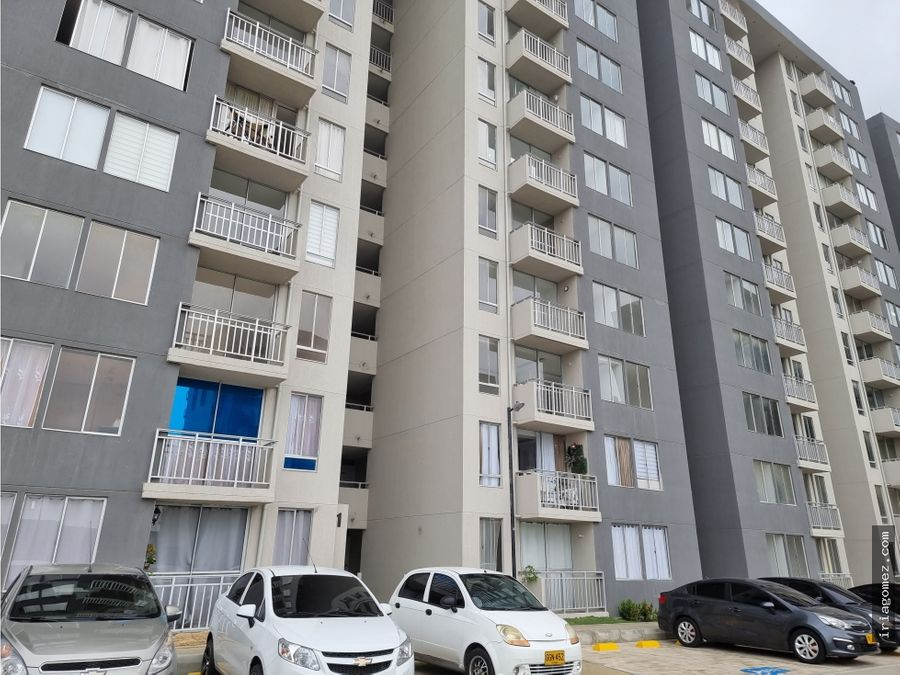 alquilo apartamento en alameda del rio azulejo