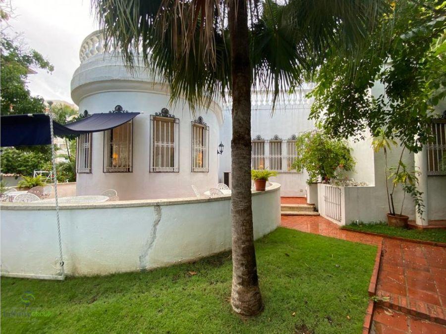 hermosa casa ubicad en gazcue