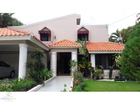 bella casa en venta en arroyo hondo