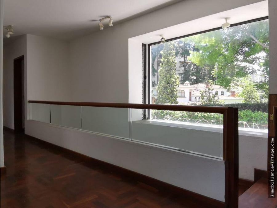 rento casa en pequeno y exclusivo condominio en zona 10