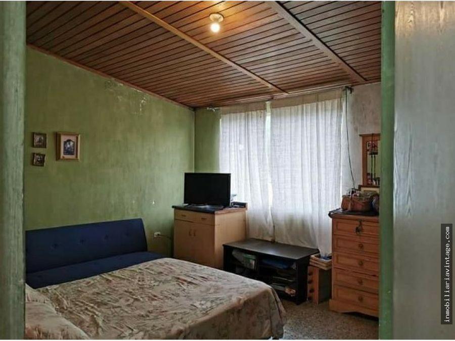 en venta casa con terreno grande dentro de colonia el carmen zona 12