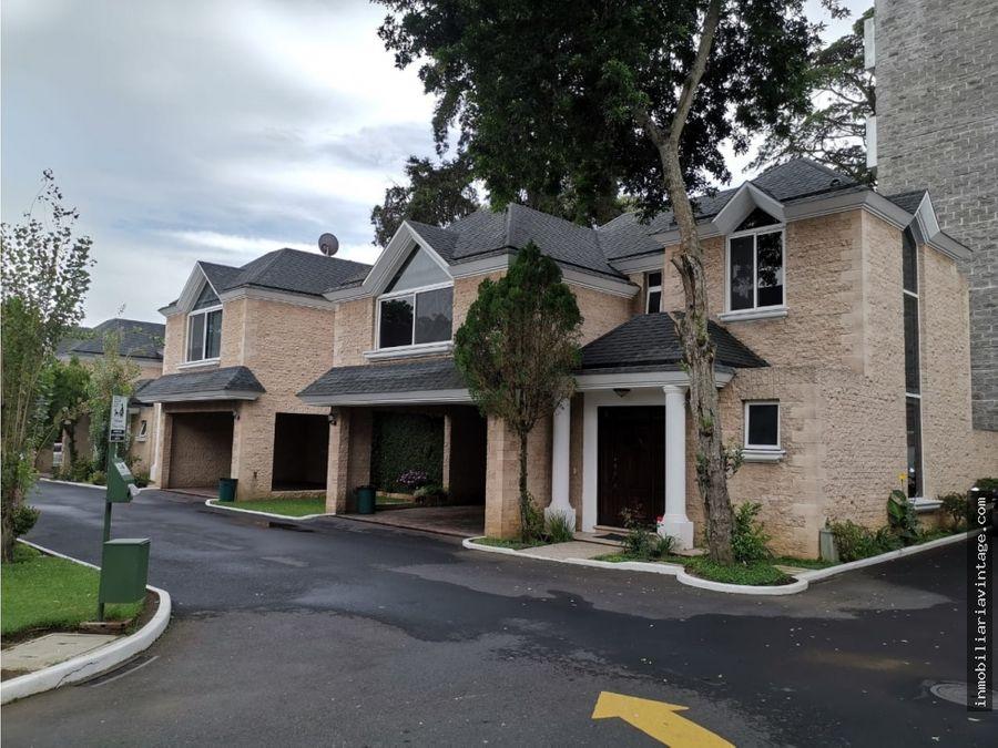casa de 4 dormitorios en condominio reina sofia zona 10