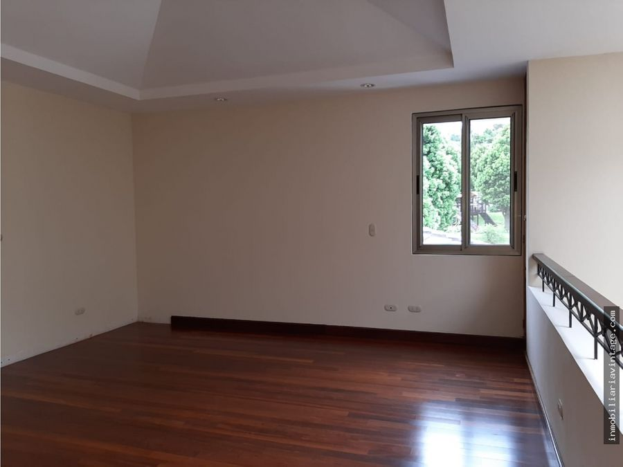 casa en venta zona 15 vhi
