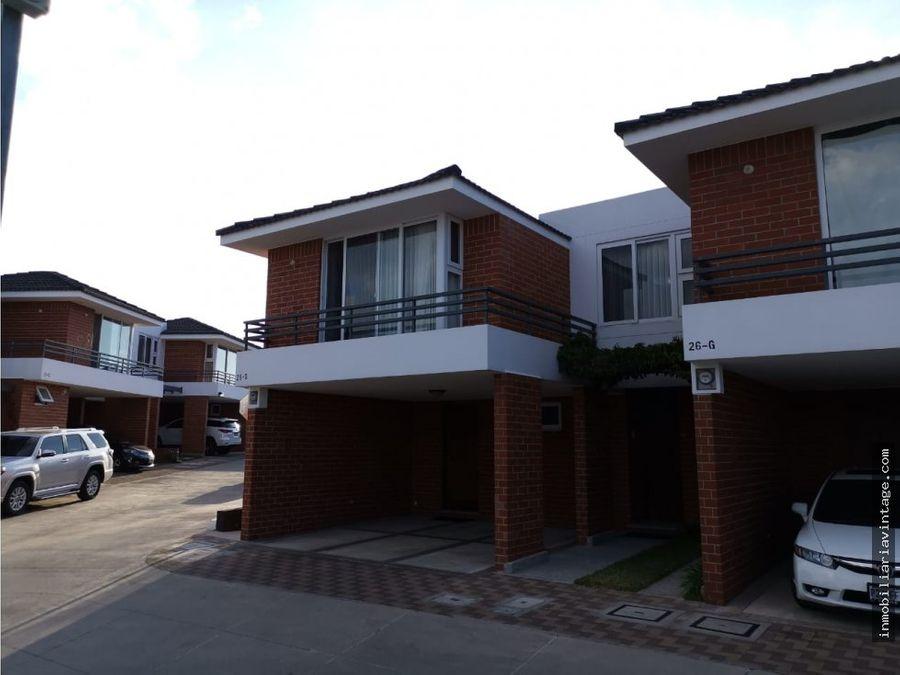 hermosa casa en venta zona 16
