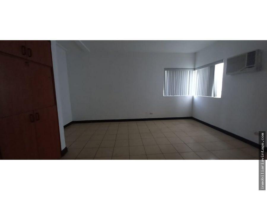 casa independiente en renta zona 14 ideal para oficinas o vivienda
