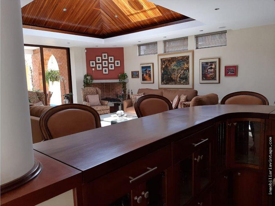 hermosa casa en renta amueblada y equipada en condominio zona 10