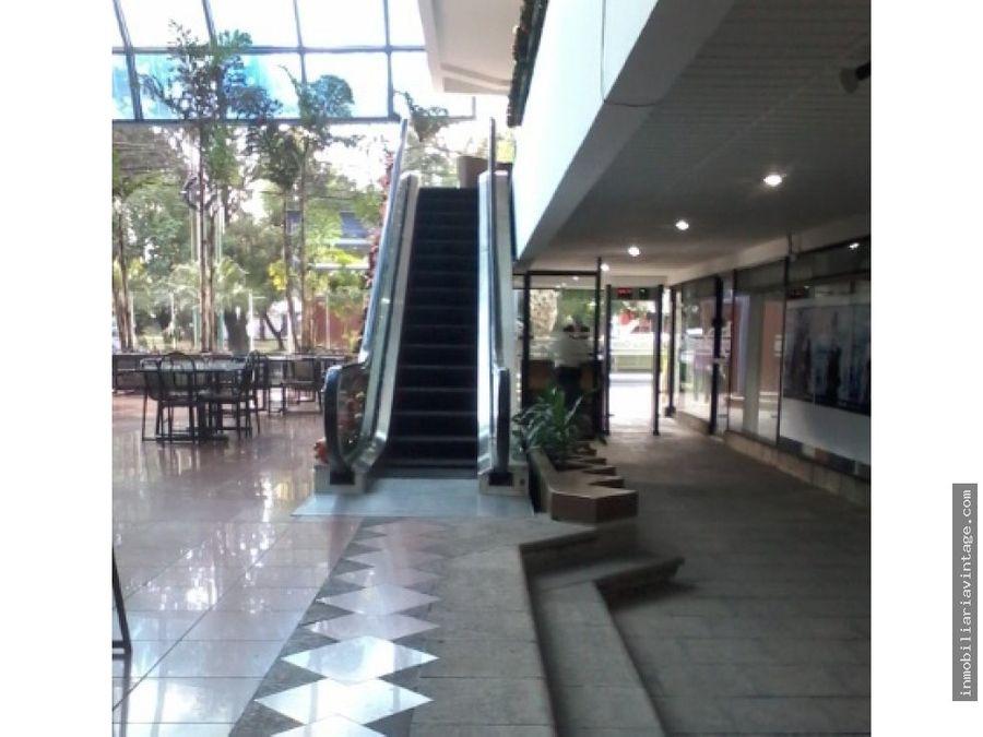 amplia oficina en renta avenida las americas z14