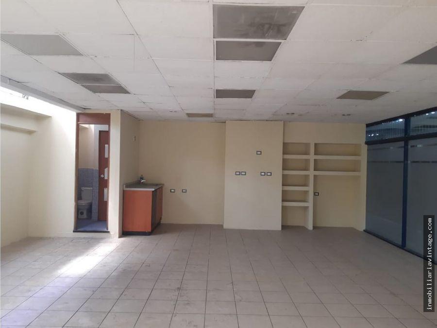 en renta local en edificio zona 9
