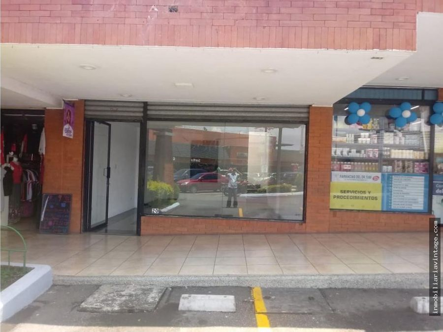 local en renta centro comercial zona 11