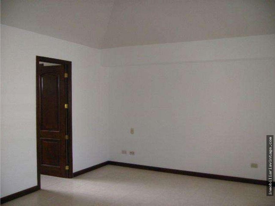 rento casa en condominio zona 14