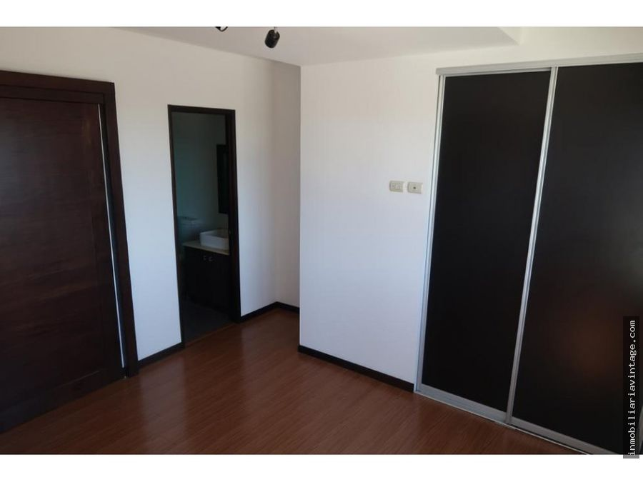rento apartamento en zona 10