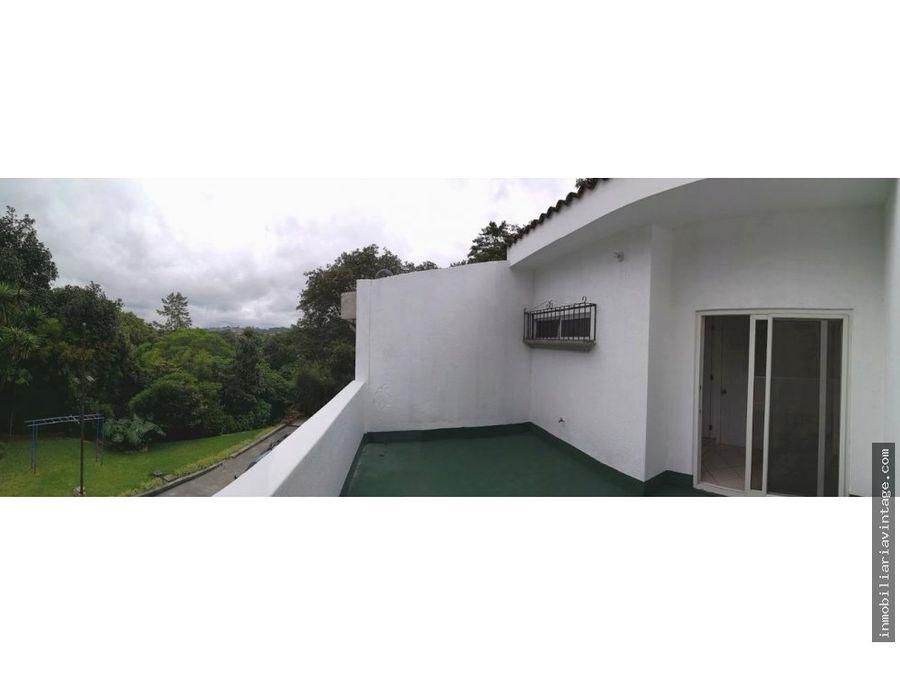 rento linda casa en zona 15 colonia trinidad