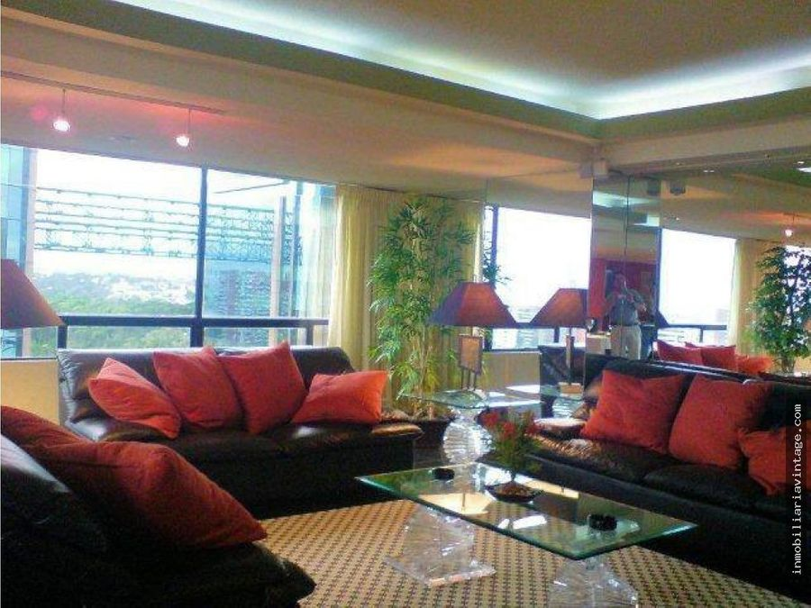 hermoso penthouse en renta zona 14