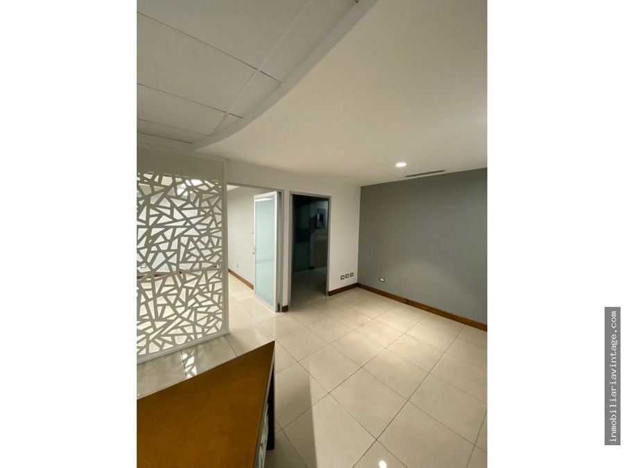 oficina en alquiler edifico avante zona 15