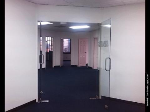 oficinas de 185 mts ubicadas en sector de la zona viva z10