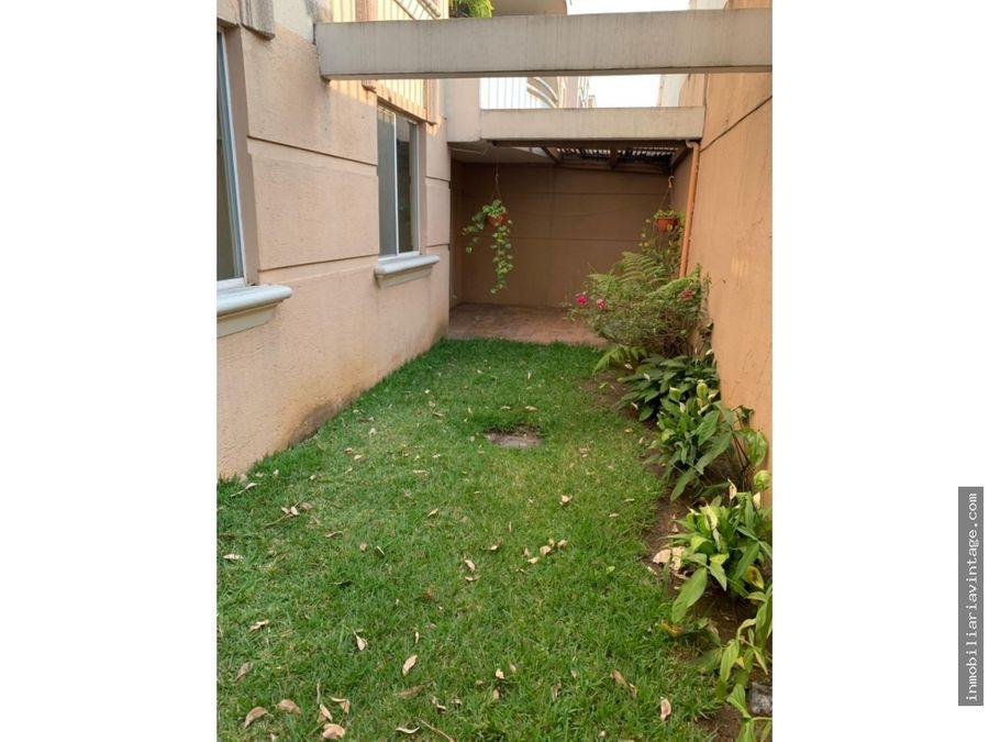 venta apartamento en primer nivel dentro de condominio zona 11