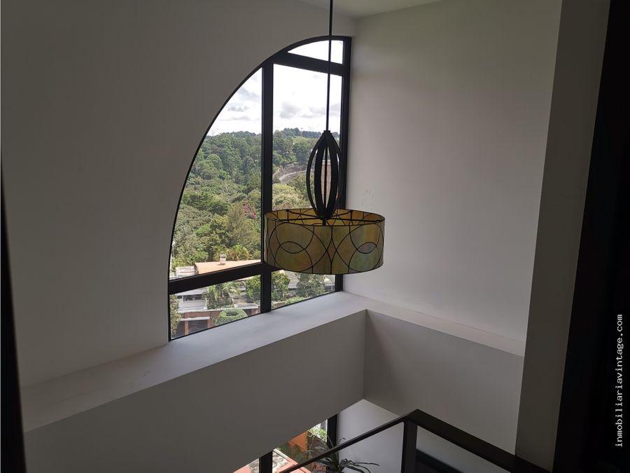 lindo apartamento en edificio zona 15 vh1