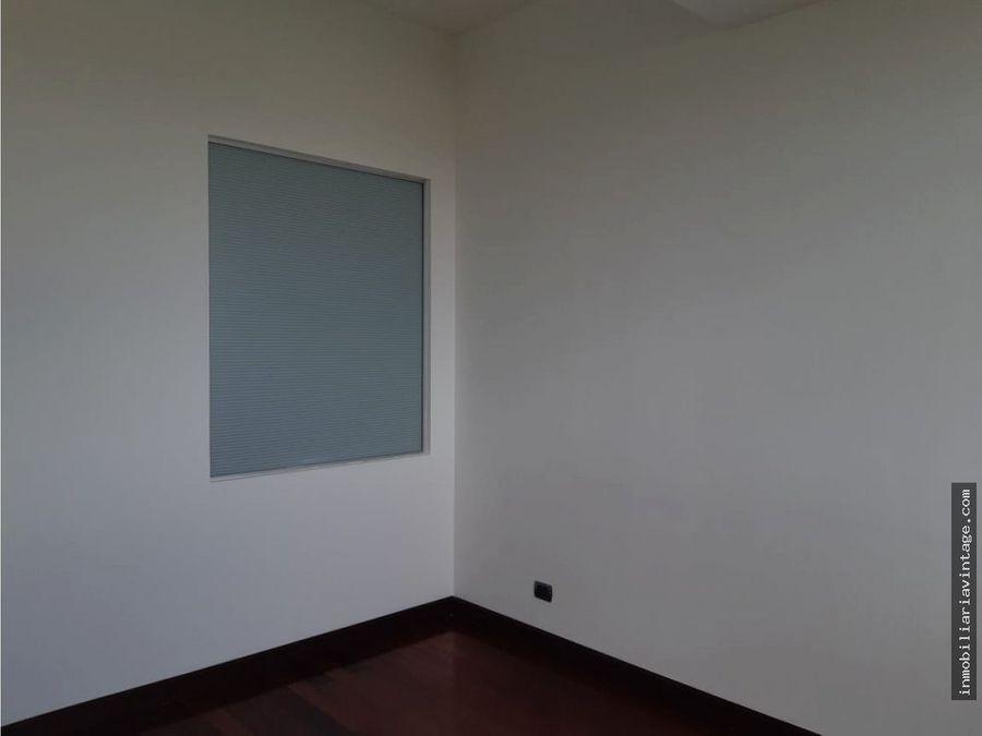 centro gerencial las margaritas zona 10