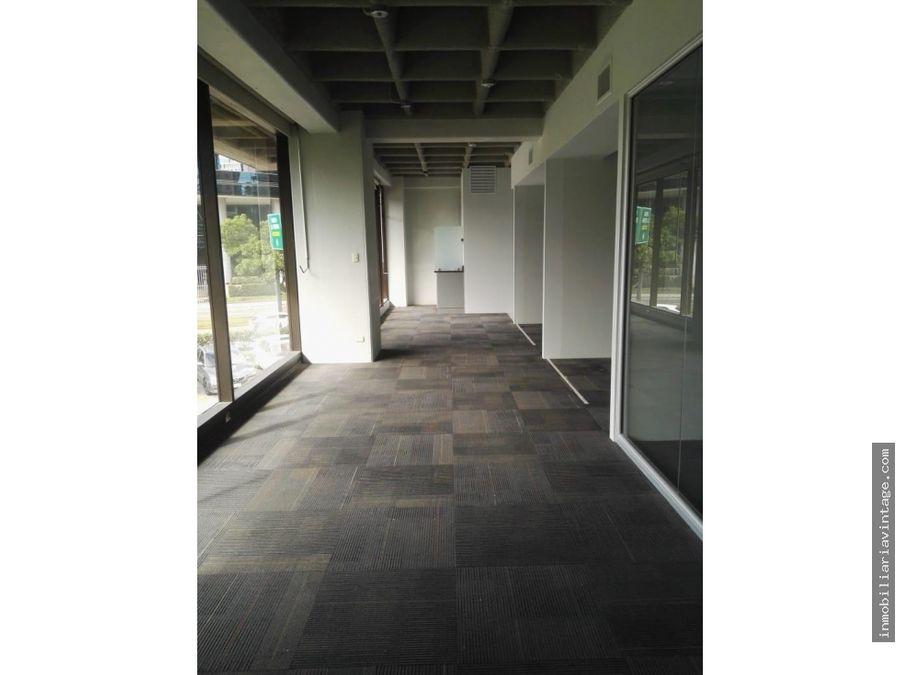 centro gerencial las margaritas zona 10 amplia oficina