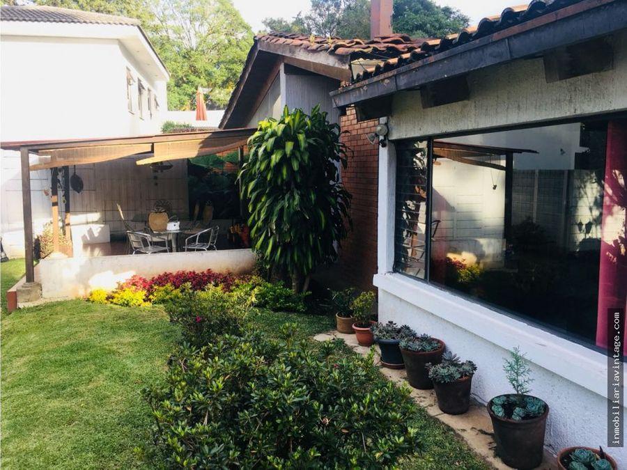 diagonal 6 zona 10 hermosa casa en venta