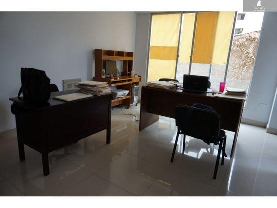 oficina prox plaza colon cochabamba 15000