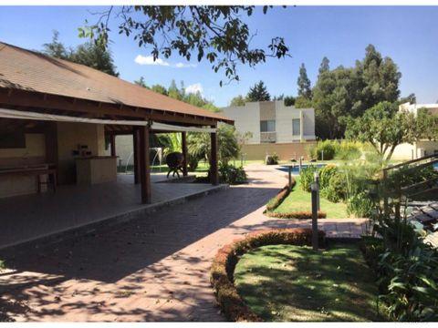 casa bonita en condominio zona santiaguilla tiquipaya