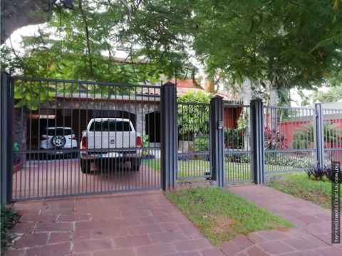 se alquila residencia en barrio mburucya