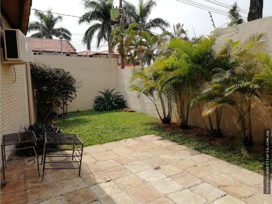 alquilo casa con piscina en barrio mburucuya 5500000