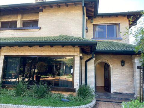 hermosa residencia en condominio amazonia ll