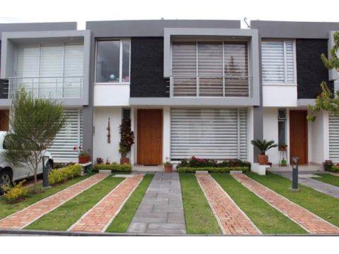 venta renta de hermosa y moderna casa en tumbaco