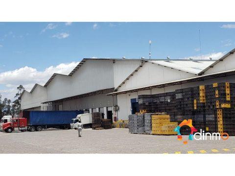 bodega galpon 1500 m2 calderon carapungo panamericana
