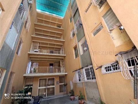 apartamento en venta en la mora cabudare 21 2113 zegm
