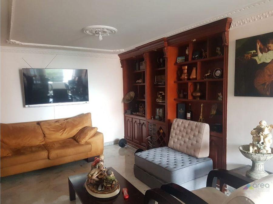 amplio apartamento en la hacienda sur de cali