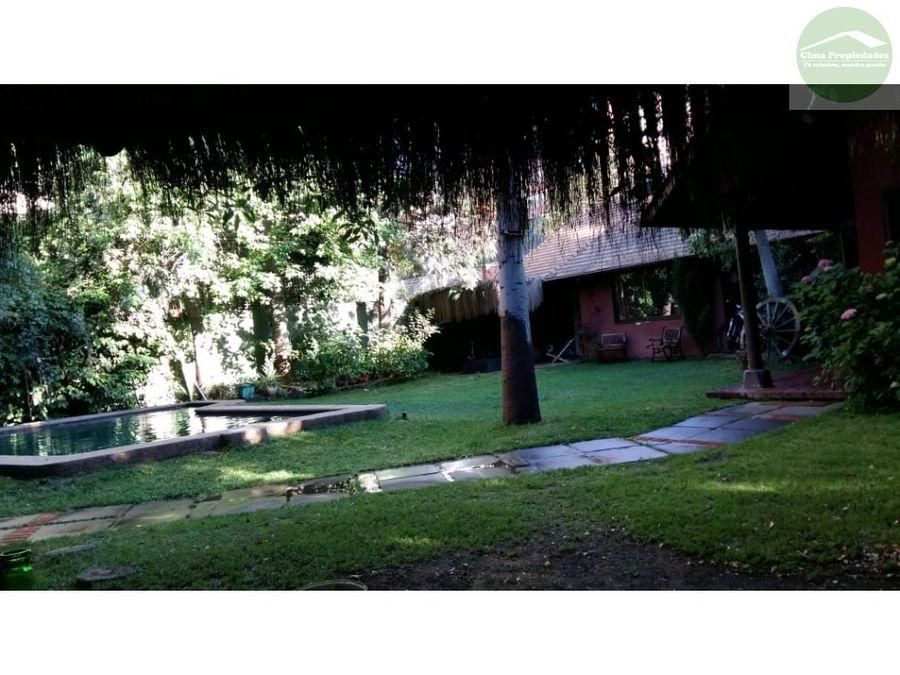 venta casa con jardines y piscina las condes