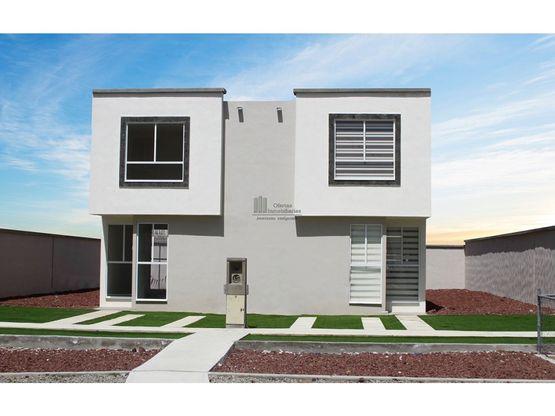linda casa en hermoso desarrollo privado
