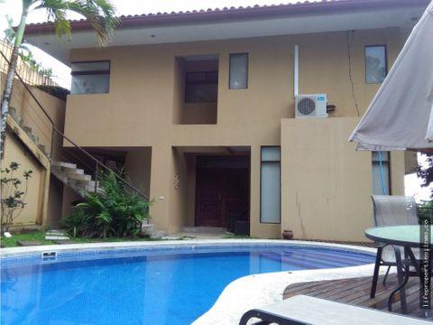 preciosa casa en residencial privado jaco