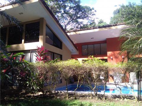 bella casa en residencial privado jaco