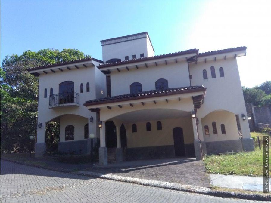 espectacular casa en condominio brasil de mora