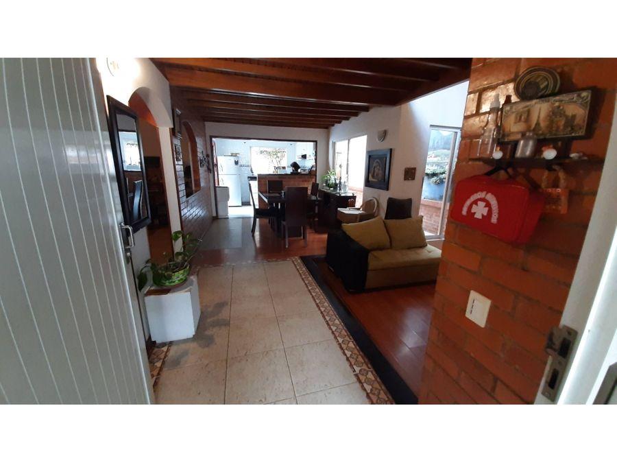 en venta casa en sector residencial de cota