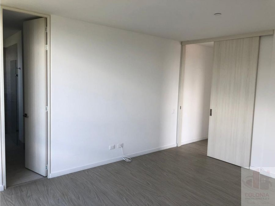 se arrienda apartamento en poblado