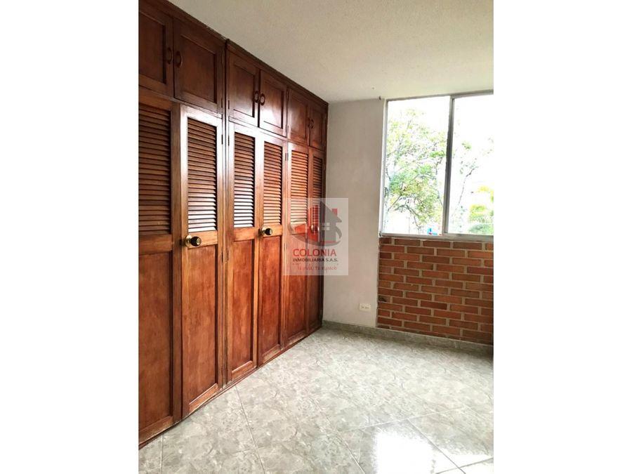se vende comodo apartamento en envigado