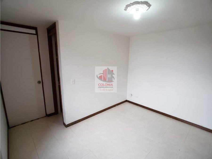 se arrienda apartamento en loma de los bernal