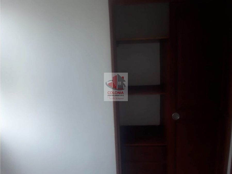se arrienda apartamento en loma del indio