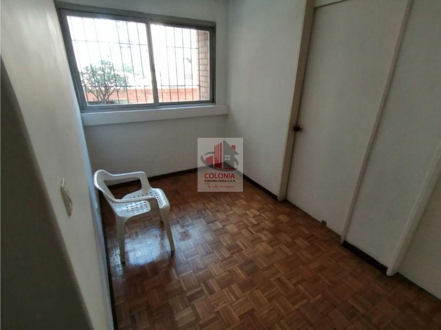 se vende amplio apartamento en el centro de medellin