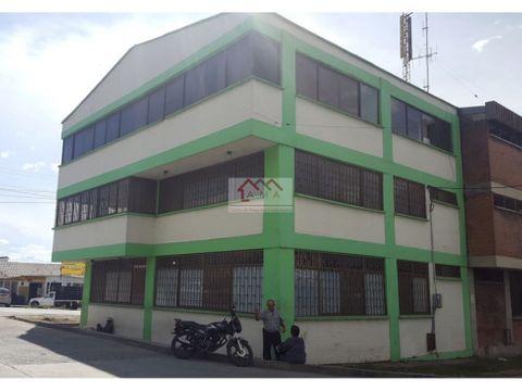 ventapermuta edificio con proyeccion comercial y hotelera