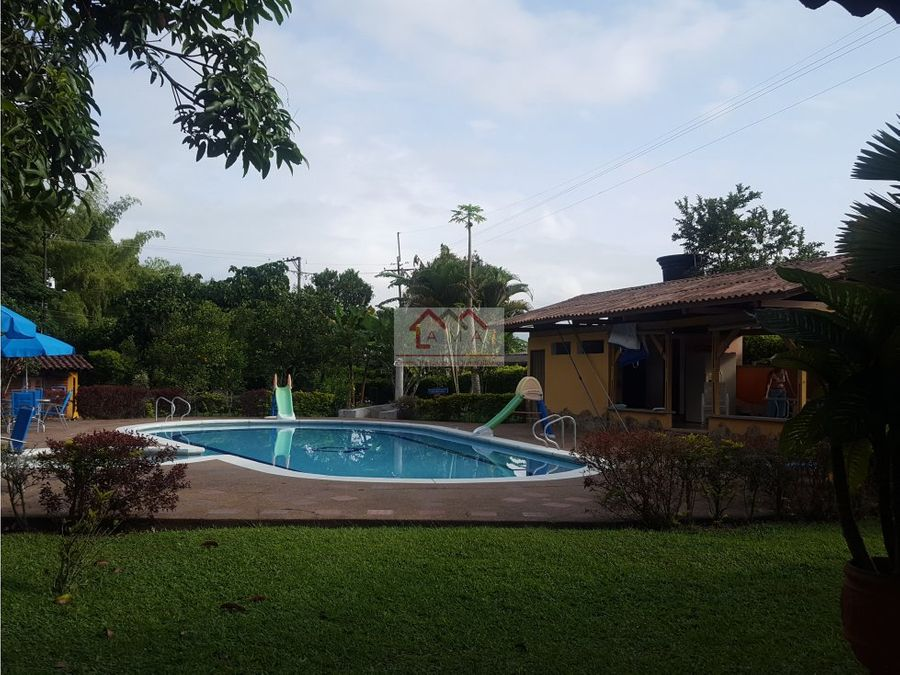 venta chalet con piscina ideal para negocio la tebaida