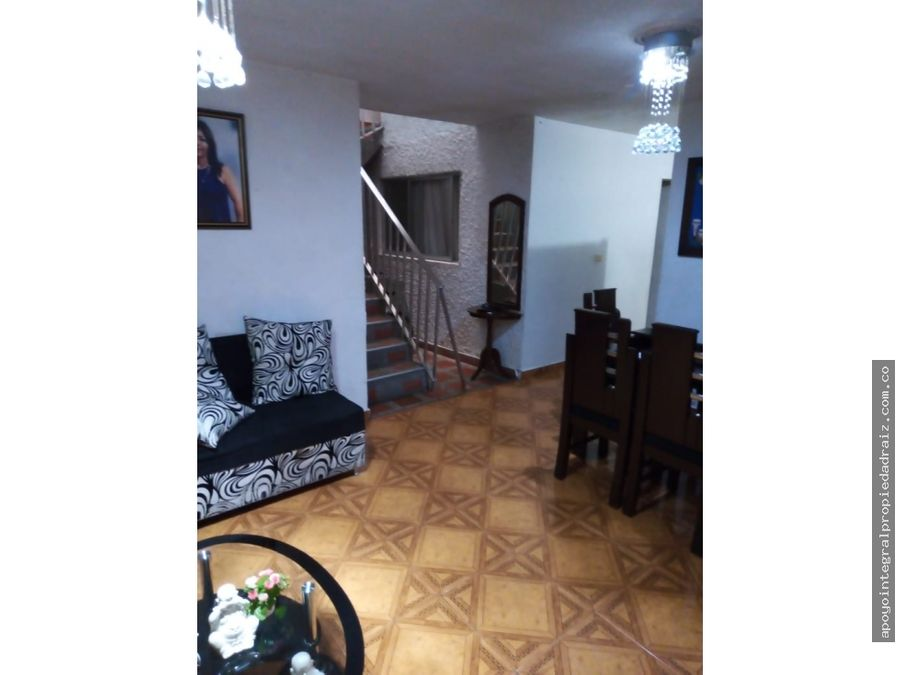 venta de casa 3 niveles terraza sector aranjuez parte baja