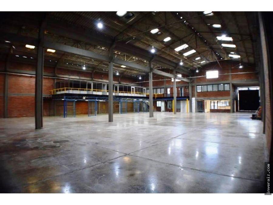 arriendo bodega indust de 1700 m2 en toberin ja