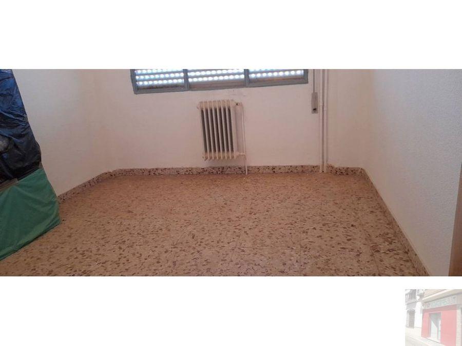 se vende piso en villarrobledo en calle caldereros