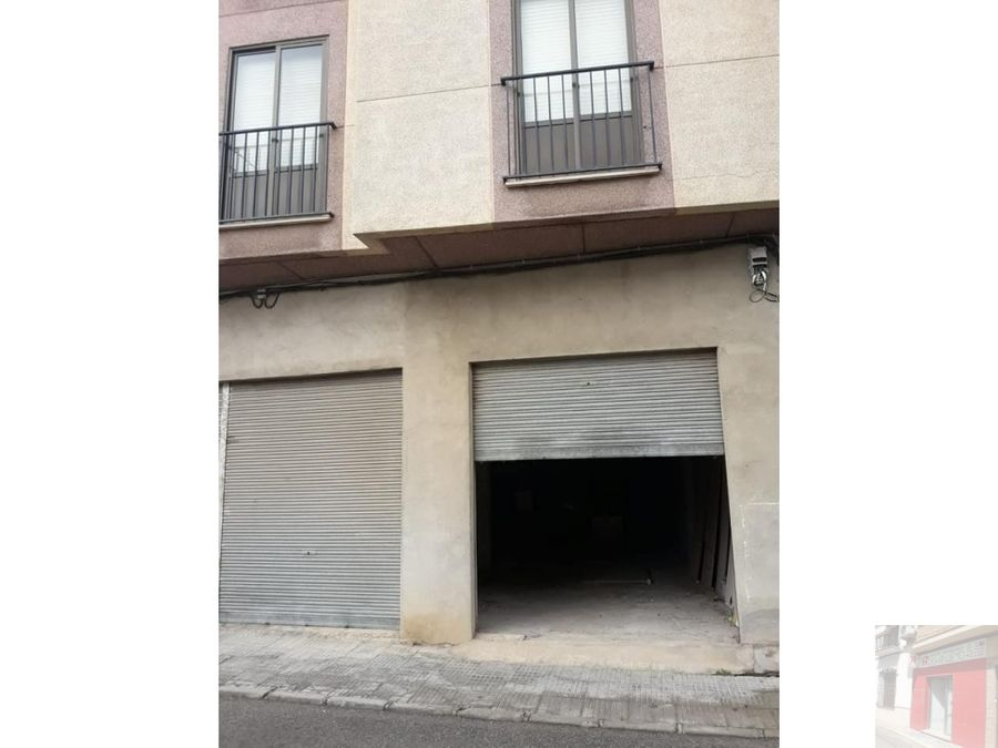 se vende local con capacidad para 3 vehiculos